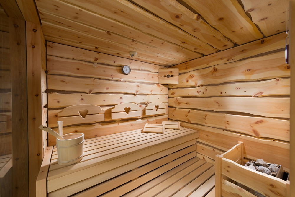 Отделка бани внутри необрезной доской
