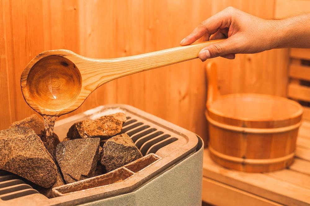 Как и зачем в бане поддавать жар